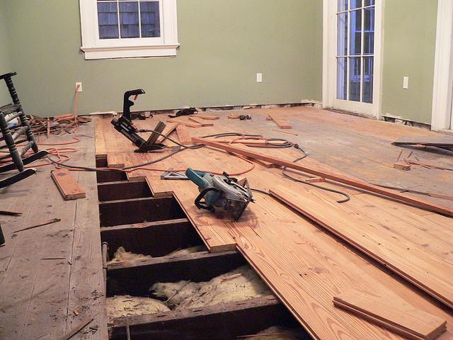 Подготовка к ремонту: снятие старого пола