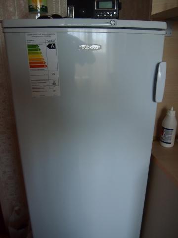 Перевешиваем дверку холодильника